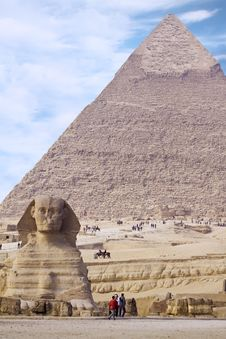 Free Egyptian Sphinx With Pyramid Royalty Free Stock Image - 13805576