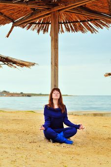 Free Meditation Near The Sea Royalty Free Stock Photo - 13814045
