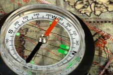 Free Compass On The Old Map Stock Image - 13814421
