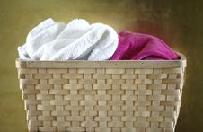 Free Wooden Basket With Towels Royalty Free Stock Images - 13814599