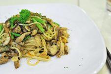 Free Sumptuous Looking Aglio Olio Spaghetti Stock Photography - 13817472