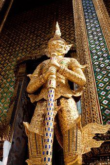 Free Golden Giant Wat Pra Kaeo Thailand Royalty Free Stock Photos - 13817918