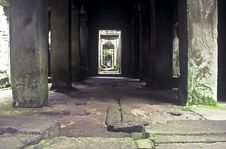Free Colonnade, Ankor Wat Stock Photo - 13819120