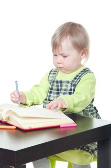 Free The Little Child Drawing In Book Royalty Free Stock Image - 13819466