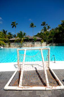 Free Swimming Pool Royalty Free Stock Image - 13820446