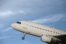 Free Airliner Taking Off Royalty Free Stock Photos - 13820928