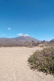 Free Volcanic Landscape - Mount Teide, Tenerife Royalty Free Stock Photo - 13823695