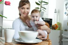 Free Mother Feeding Baby Stock Image - 13824321