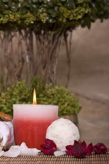 Free Spa Candle Royalty Free Stock Photos - 13825778