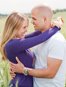 Free Men And Woman Hugging Royalty Free Stock Images - 13834749