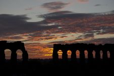 Free Sunset On Ancient Roman Aqueduct Royalty Free Stock Images - 13835909