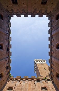 Free Torre Del Mangia, Siena, Italy Royalty Free Stock Images - 13838489