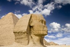 Free Egyptian Sphinx With Pyramid Stock Photo - 13843260