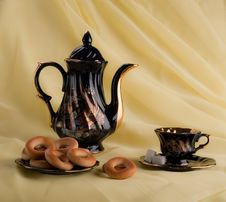 Free Cups Of Tea, Kettle And Cookies Royalty Free Stock Image - 13844186