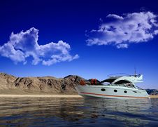 Free Modern Yacht Stock Images - 13845574