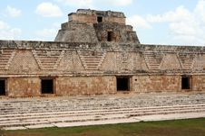 Free Maya Palace In Front Of The Pyramid Royalty Free Stock Photos - 13846128