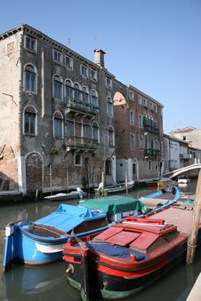 Free Barges On Backwater, Venice Stock Images - 13847244
