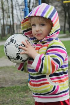 Free A Child On A Walk Playing With The Ball Royalty Free Stock Images - 13850319