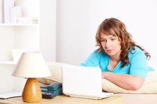 Free Beautiful Woman Sitting On Sofa And Using Laptop Royalty Free Stock Photos - 13851048