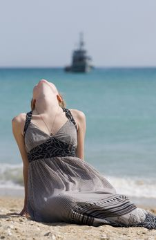 Free The Girl And The Sea Royalty Free Stock Images - 13854449