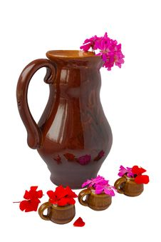 Free The Big  Jug With  Geranium And Mugs Royalty Free Stock Images - 13857489