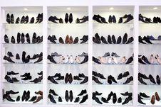 Free Mens Shoes On Shelfs Royalty Free Stock Photo - 13857625