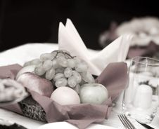 Free Fruit Basket On The Table In A Restaurant Stock Image - 13859311