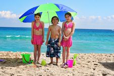 Free Little Children At The Beach Royalty Free Stock Photo - 13864085