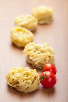 Free Pasta Tagliatelle And Tomatoes Royalty Free Stock Photography - 13864367