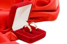 Free Red Box With Two Gold Wedding Rings Royalty Free Stock Photos - 13864428