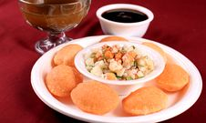 Free Golgappa In Plate Royalty Free Stock Images - 13868579