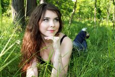 Free Pretty Woman Lay In Green Grass Royalty Free Stock Images - 13868789