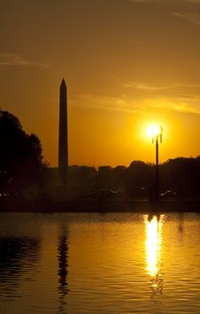 Free Silhuet Of Washington Monument At Sunset Stock Images - 13870444