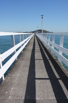 Long Deserted Jetty Into Auckland Harbour Royalty Free Stock Photos