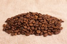 Free Heap Of Coffee Beans Royalty Free Stock Photo - 13873565