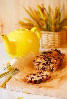 Free Traditional  Homemade Fruitcake Stock Photos - 13876353
