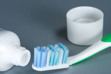 Free Toothbrush And Toothpaste Royalty Free Stock Photos - 13876528