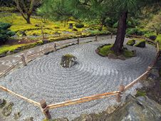 Free Japanese Stone Garden Royalty Free Stock Photography - 13882237
