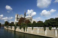 Free Scene  Of Notre Dame De Paris And The Seine Stock Image - 13884141