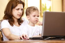 Free Family Computer Stock Photography - 13887082