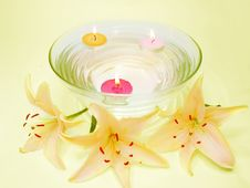 Free Spa Candles Flowers Royalty Free Stock Images - 13889619