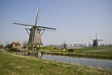 Free Dutch Windmills Royalty Free Stock Images - 13889989