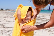 Free Little Girl On The Beach Royalty Free Stock Photo - 13892205