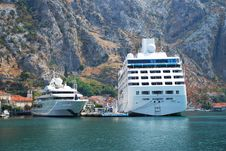 Free Passenger Ship In Harbor Stock Photos - 13894593