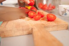 Free Cutting Cherry Tomatoes Royalty Free Stock Image - 13899086