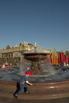 Free Kremlin And Fountain Stock Image - 1398151