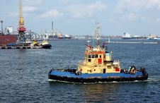 Free Moving Tugboat Royalty Free Stock Image - 13906896