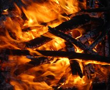 Free A Blazing Campfire Royalty Free Stock Photos - 13907228