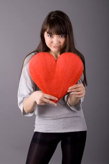 Free Beautiful Woman Holding  Heart Royalty Free Stock Photography - 13908937