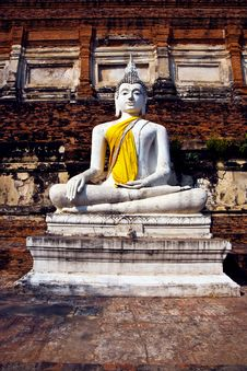 Free Buddha Statue At Temple Of Wat Mongkol Royalty Free Stock Photography - 13909117